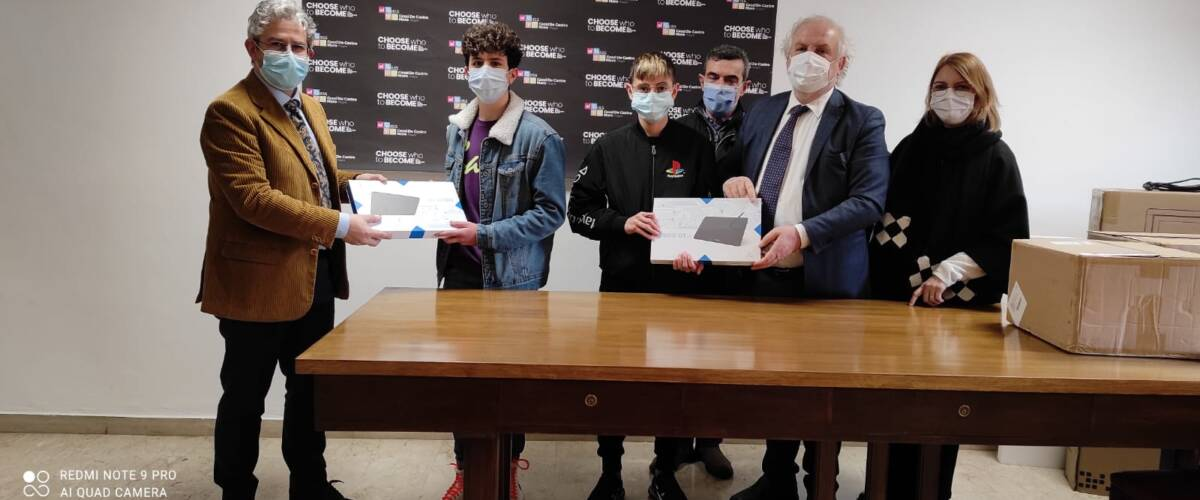 Comunicato Stampa – Collegio Geometri Lecce dona cento tavolette grafiche agli studenti delle superiori iscritti al primo anno dell'indirizzo per geometri Cat (Costruzione, Ambiente e Territorio)